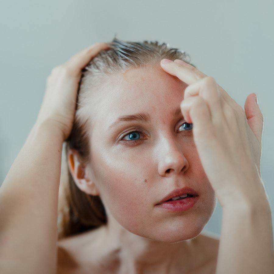 Moisturize your skin to reduce psoriasis symptoms