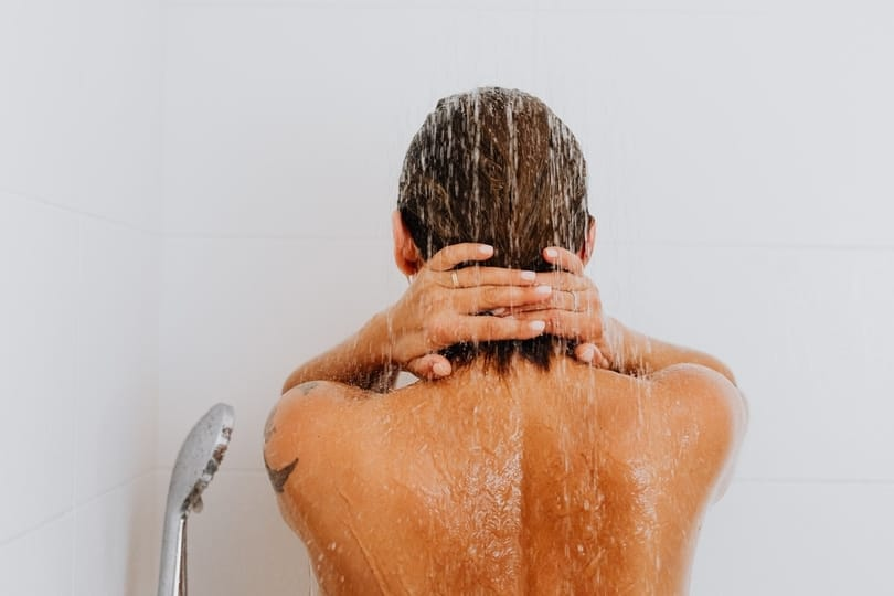 A cold shower can help improve psoriasis symptoms
