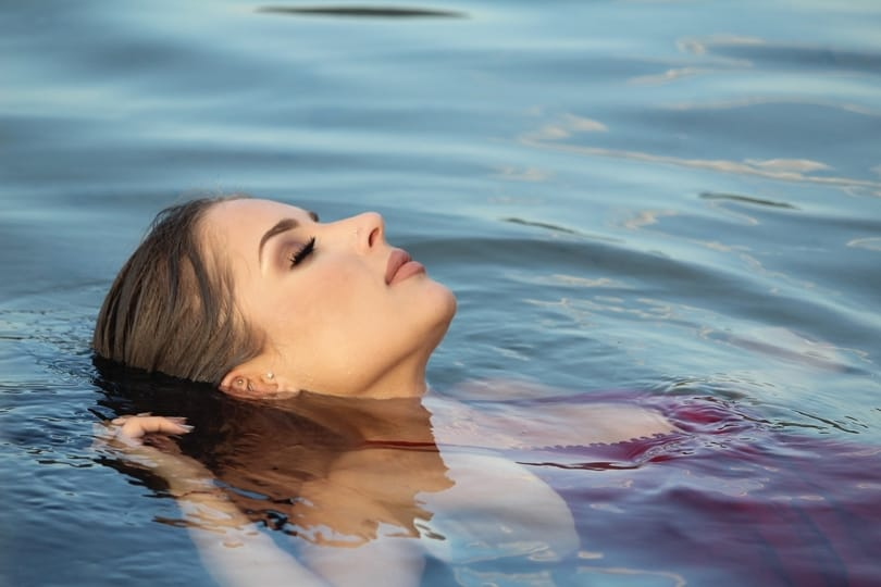 Effects of swimming on skin conditions and psoriasis symptoms vary per person